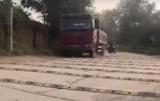 У Китаї на одному кілометрі дороги встановили 600 лежачих поліцейських
