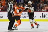 Хокеїст одним ударом вирубавши суперника