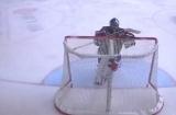 Голкіпер «Ред Булла» обійшов хокейні правила, щоб не пропустити шайбу